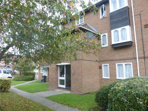 1 Bedroom Flat for sale in Pickwick Close, Hounslow, Middlesex