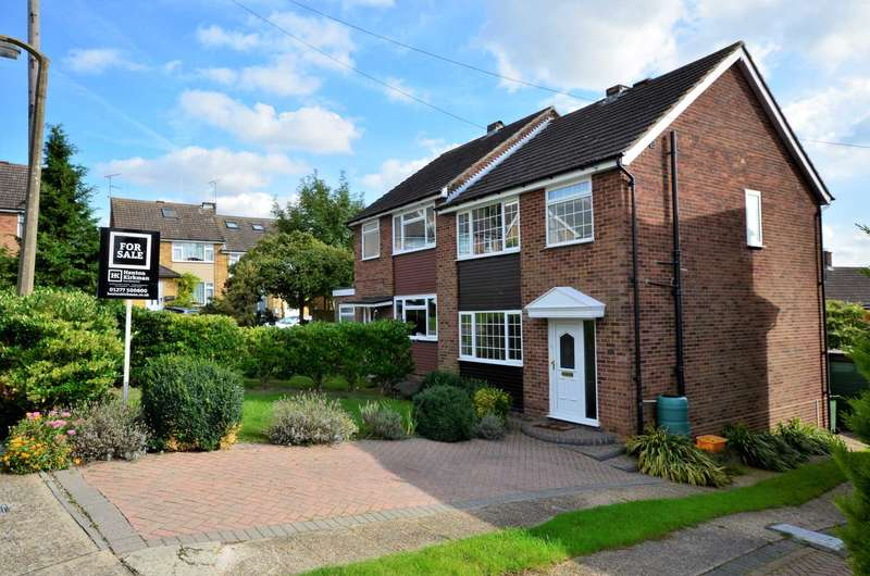 3 Bedrooms Semi Detached House for sale in Balmoral Close, Billericay