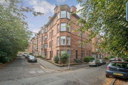 2 Bedrooms Flat for sale in Bellwood Street, SHAWLANDS, Glasgow