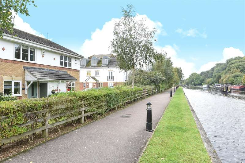 2 Bedrooms Terraced House for sale in Byewaters, Watford, Hertfordshire, WD18