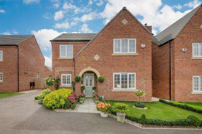 4 Bedrooms Detached House for sale in Turnpike Gardens, Bedford, Bedfordshire