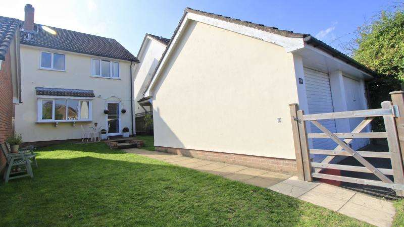3 Bedrooms Detached House for sale in Farmers Way, Seer Green HP9