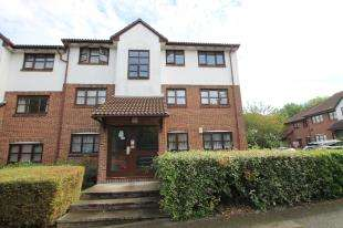 2 Bedrooms Flat for sale in Swallow Close, Greenhithe, Kent