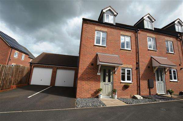 3 Bedrooms Town House for sale in Great Row Grove, Norton Heights, Stoke-On-Trent