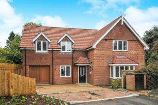 Detached House for sale in Seymour House, Mapleleaf Close, Selsdon, South Croydon