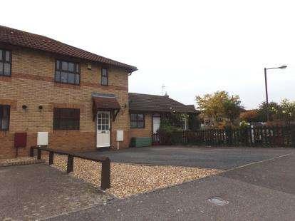 3 Bedrooms Semi Detached House for sale in Lindisfarne Drive, Monkston, Milton Keynes