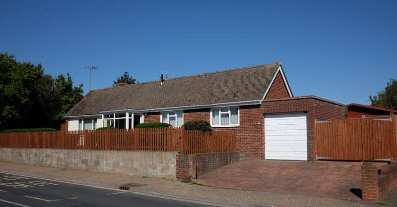 2 Bedrooms Bungalow for sale in Courtwick Rd, Littlehampton, West Sussex, BN17