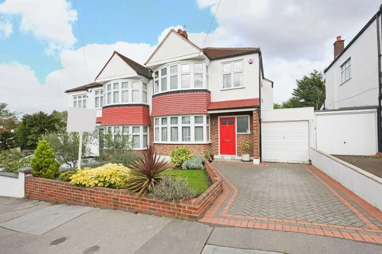 3 Bedrooms Semi Detached House for sale in Court Road London SE25