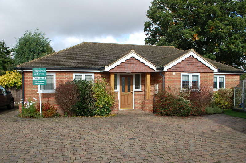 2 Bedrooms Detached Bungalow for sale in HAMPTON