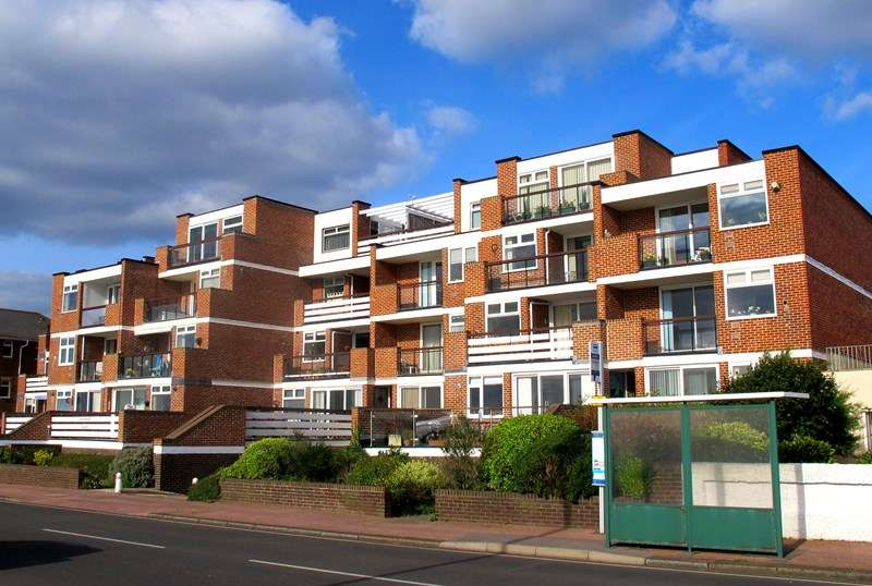 2 Bedrooms Flat for sale in Marine Parade West, Lee-On-The-Solent