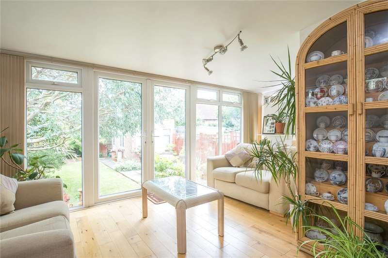 2 Bedrooms Semi Detached Bungalow for sale in Bycullah Road, Enfield, Middlesex, EN2