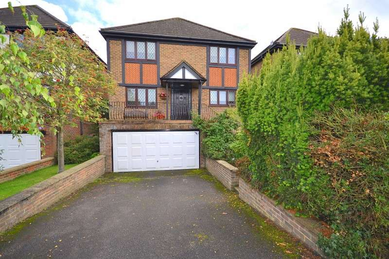 4 Bedrooms Detached House for sale in Staines