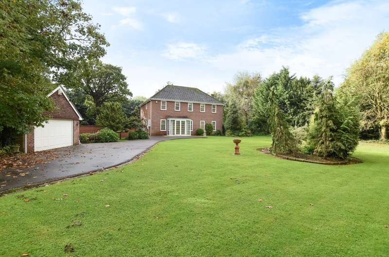 4 Bedrooms Detached House for sale in Claypit Lane, Westhampnett, PO18
