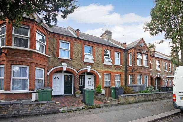 2 Bedrooms Flat for sale in Hibbert Road, Walthamstow, London