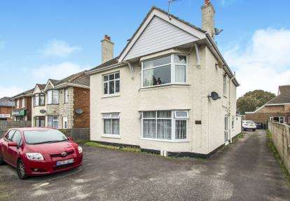 3 Bedrooms Flat for sale in Christchurch, Dorset