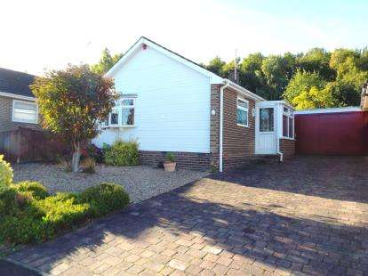 2 Bedrooms Bungalow for sale in Wadhurst Grove, Wollaton, Nottingham, Nottinghamshire