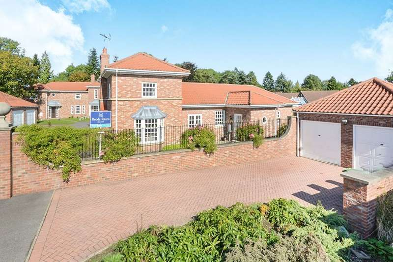 4 Bedrooms Detached House for sale in Milford Mews, Haxby, York, YO32