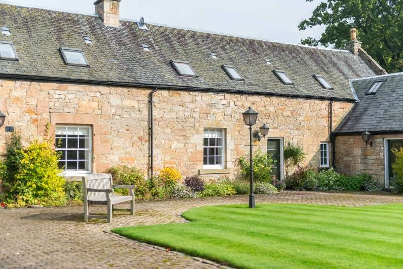 3 Bedrooms Farm House Character Property for sale in Champfleurie Stables, Kingscavil, Linlithgow, EH49 6NB