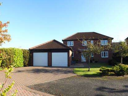 3 Bedrooms Detached House for sale in St Nicholas Gardens, Yarm, Stockton On Tees