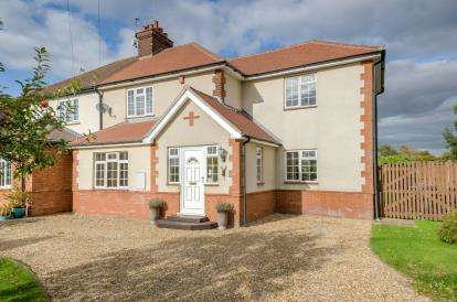 3 Bedrooms Semi Detached House for sale in Church End, Renhold, Bedford, Bedfordshire