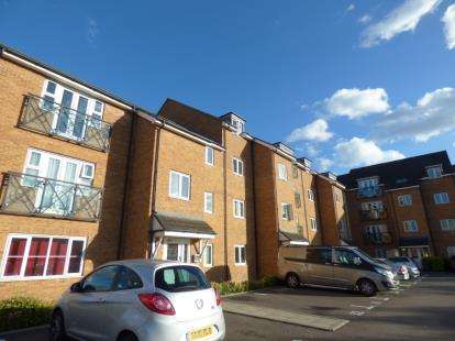 2 Bedrooms Flat for sale in Gwendoline Court, Bryanstone Road, Waltham Cross, Hertfordshire