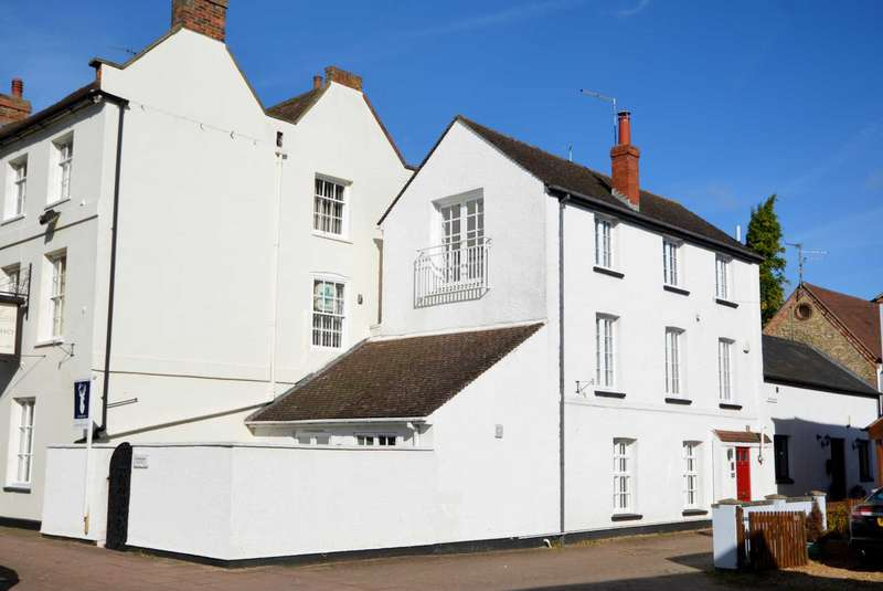 3 Bedrooms Town House for sale in Stony Stratford