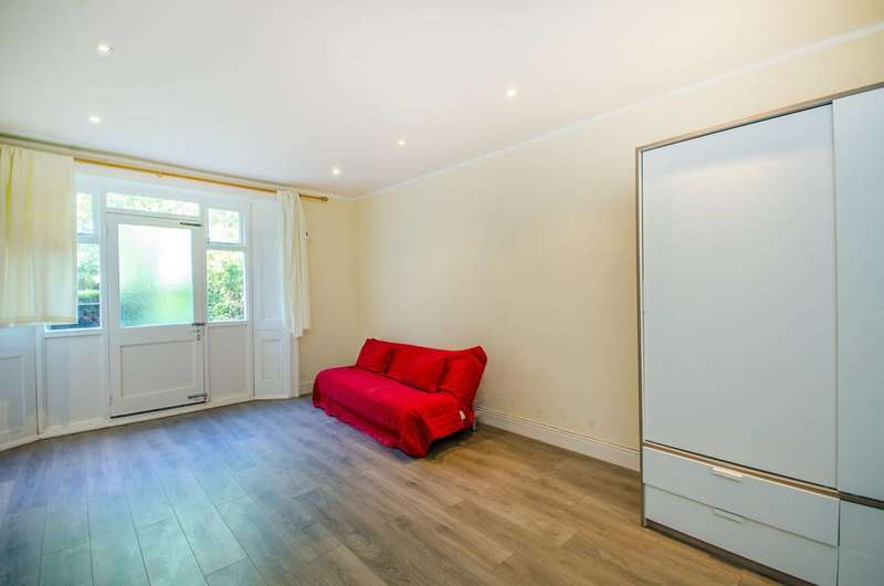 3 Bedrooms Flat for sale in Oxford Road, Kilburn, NW6