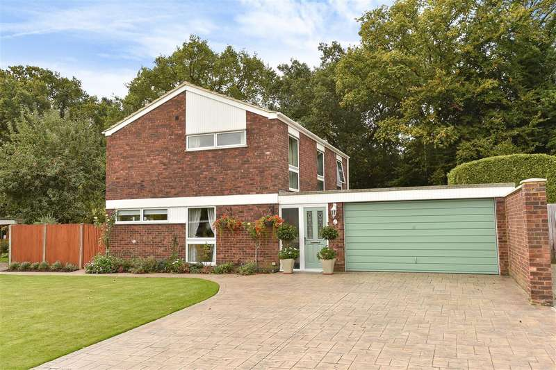 4 Bedrooms Detached House for sale in Shepherds Way, Crowthorne