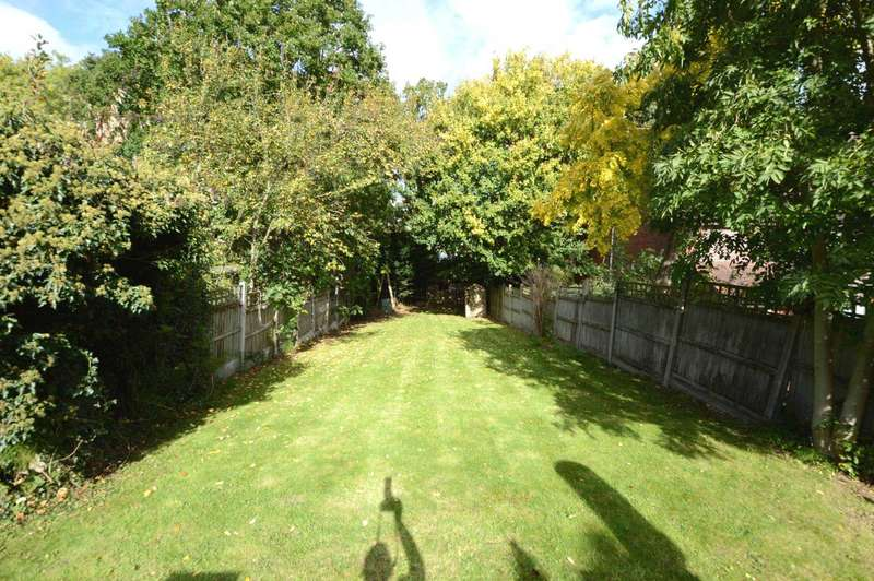 4 Bedrooms Semi Detached House for sale in Torrington Park, London