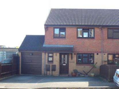 3 Bedrooms Semi Detached House for sale in Vange, Basildon, Essex
