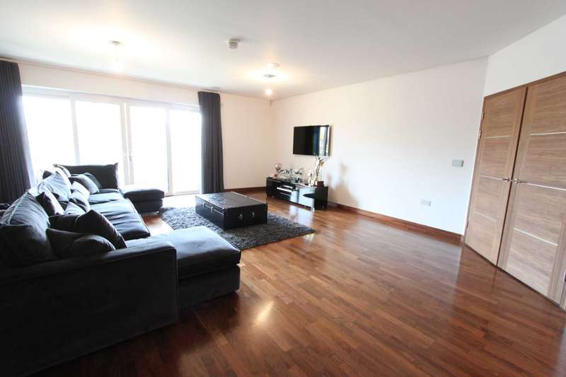 3 Bedrooms Apartment Flat for sale in Hainult Road, Chigwell