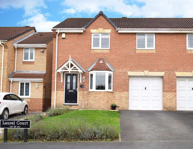 3 Bedrooms Town House for sale in Laurel Court, Ryhill, Wakefield