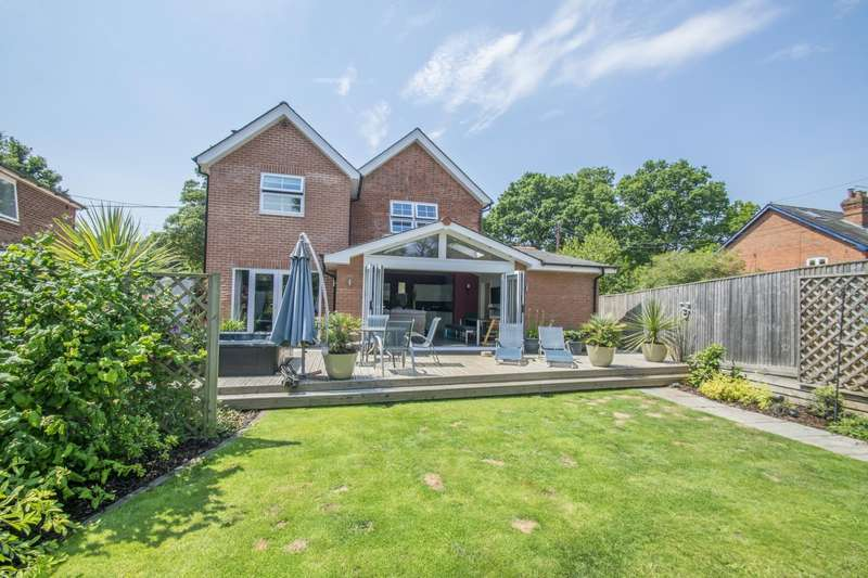 4 Bedrooms Detached House for sale in Whitehouse Road, Woodcote, Reading, RG8