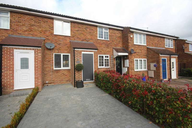 2 Bedrooms Terraced House for sale in Cherrytree Close, Sandhurst