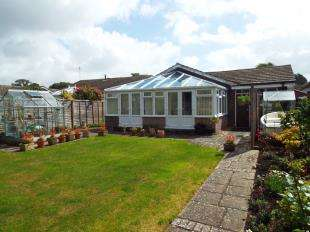 3 Bedrooms Bungalow for sale in Rochester Way, Aldwick, Bognor Regis, West Sussex