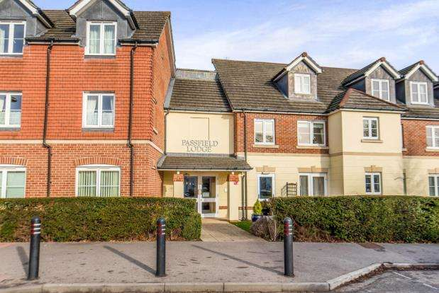 1 Bedroom Retirement Property for sale in 88 Guildford Road, Lightwater, Surrey