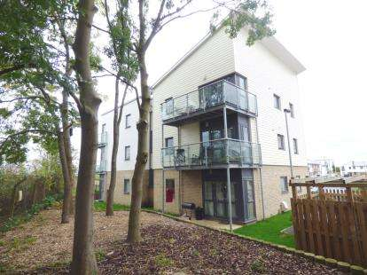 2 Bedrooms Flat for sale in James Avenue, Fengate, Peterborough, Cambridgeshire