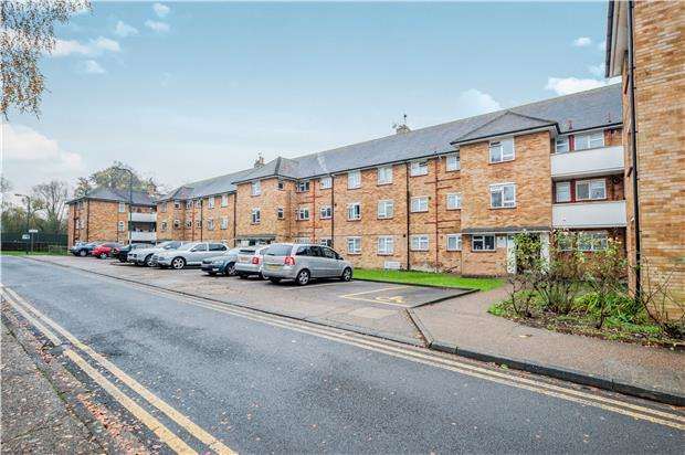 3 Bedrooms Flat for sale in Sutherland Court, KINGSBURY, NW9 9HB