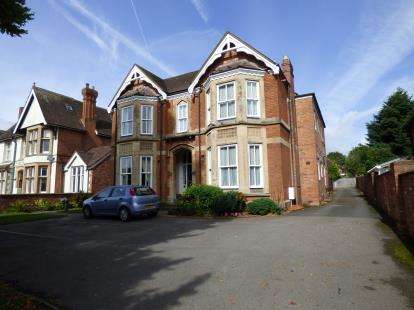 2 Bedrooms Flat for sale in Warwick New Road, Leamington Spa, Warwickshire, England