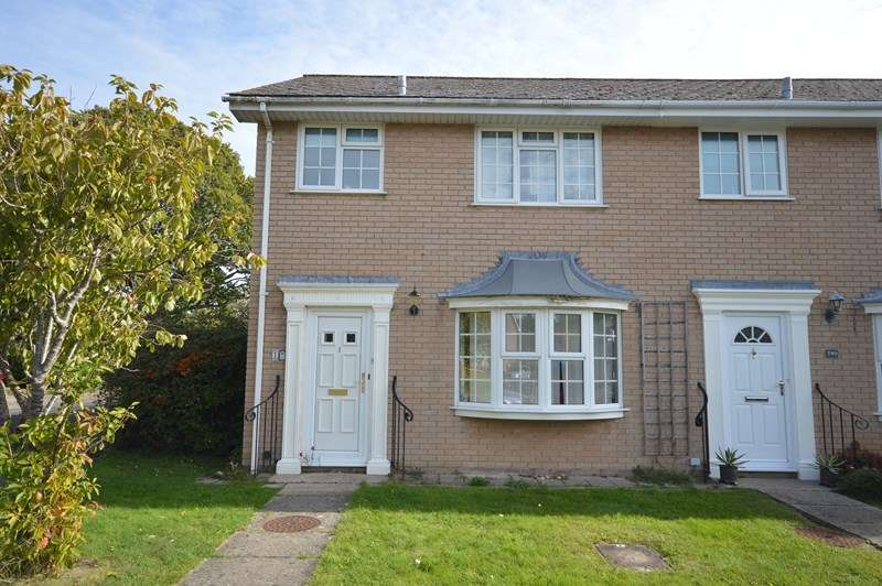 3 Bedrooms Property for sale in Saracen Close, Pennington, Lymington
