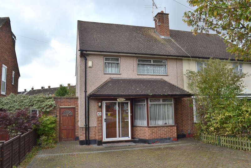 3 Bedrooms Semi Detached House for sale in High Road, Leavesden, Watford