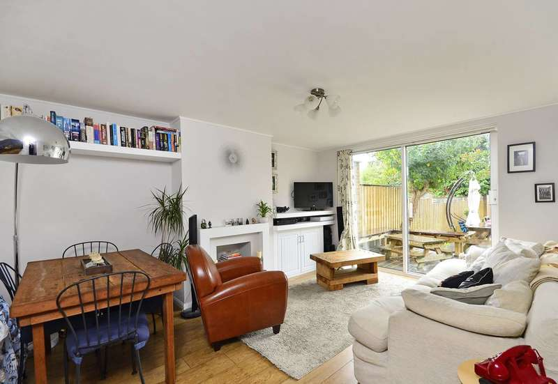 2 Bedrooms Maisonette Flat for rent in Norwich Road, Thornton Heath, CR7