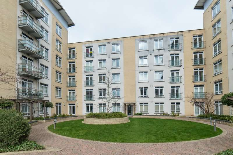 2 Bedrooms Flat for sale in Kenavon Drive, Reading, Berkshire, RG1