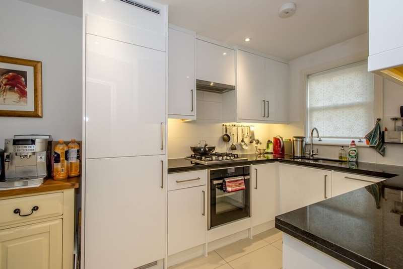 3 Bedrooms Terraced House for sale in 23A Worcester Road, Sutton, Surrey, SM2
