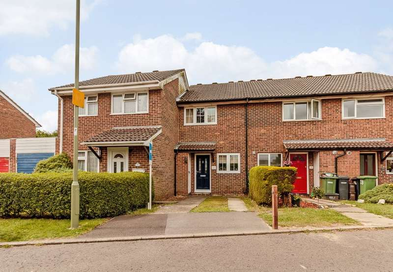 2 Bedrooms Terraced House for sale in Chillerton, Netley Abbey, Southampton, Hampshire SO31