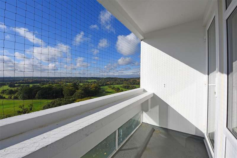 2 Bedrooms Apartment Flat for sale in Crondall House, Fontley Way, Roehampton