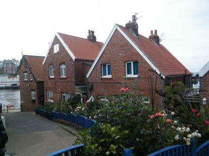 2 Bedrooms Terraced House for sale in Sandside, Whitby, North Yorkshire