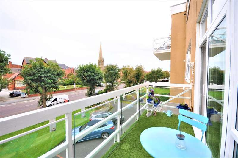 2 Bedrooms Apartment Flat for sale in Clifton Drive South, St Annes, Lytham St Annes, Lancashire, FY8 1HN