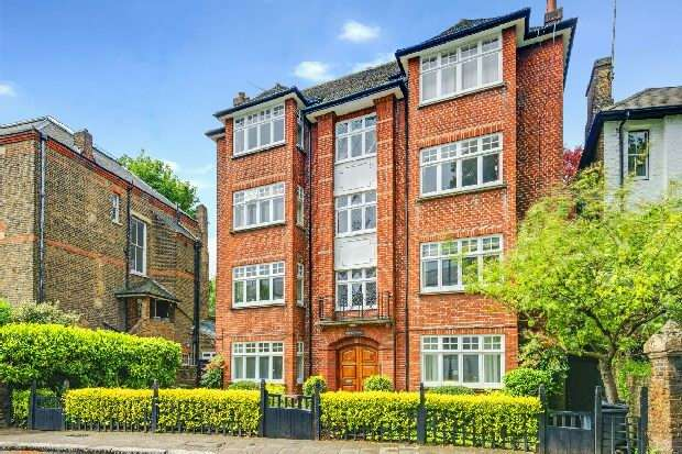 2 Bedrooms Flat for sale in Southwood Lane, Highgate Village, N6