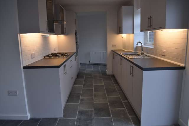 3 Bedrooms Semi Detached House for sale in For sale Edinburgh Way, Rochdale OL11 2NQ